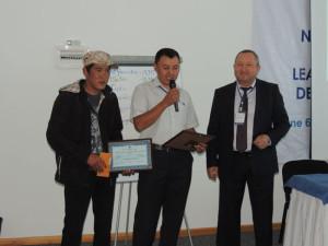 Kuban Jumabai uulu and Sabir Atjadinov, the Director of the Forestry Agency of the Kyrgyz Republic, hand over the first-ever ranger award