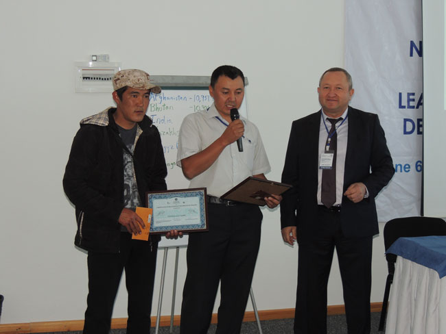 Kuban and Sabir Atjadinov, the Director of the Forestry Agency of the Kyrgyz Republic, hand over the award