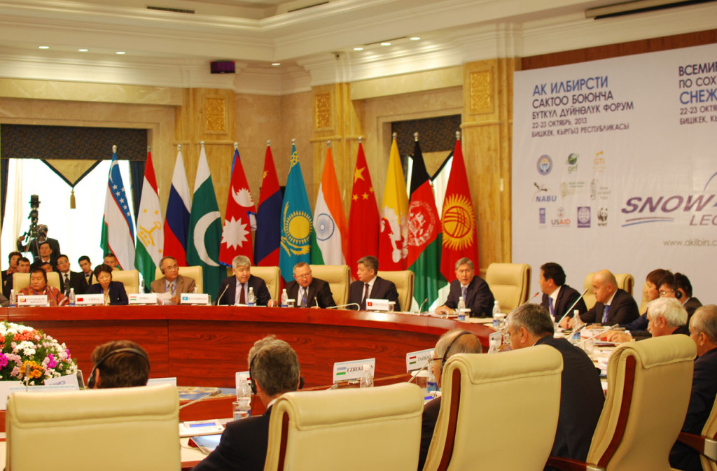 President Atambaev addresses participants of the Global Snow Leopard Conservation Forum in Bishkek.